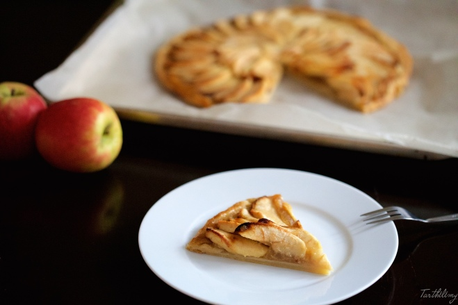 Tarta fina de manzana con helado de vainilla
