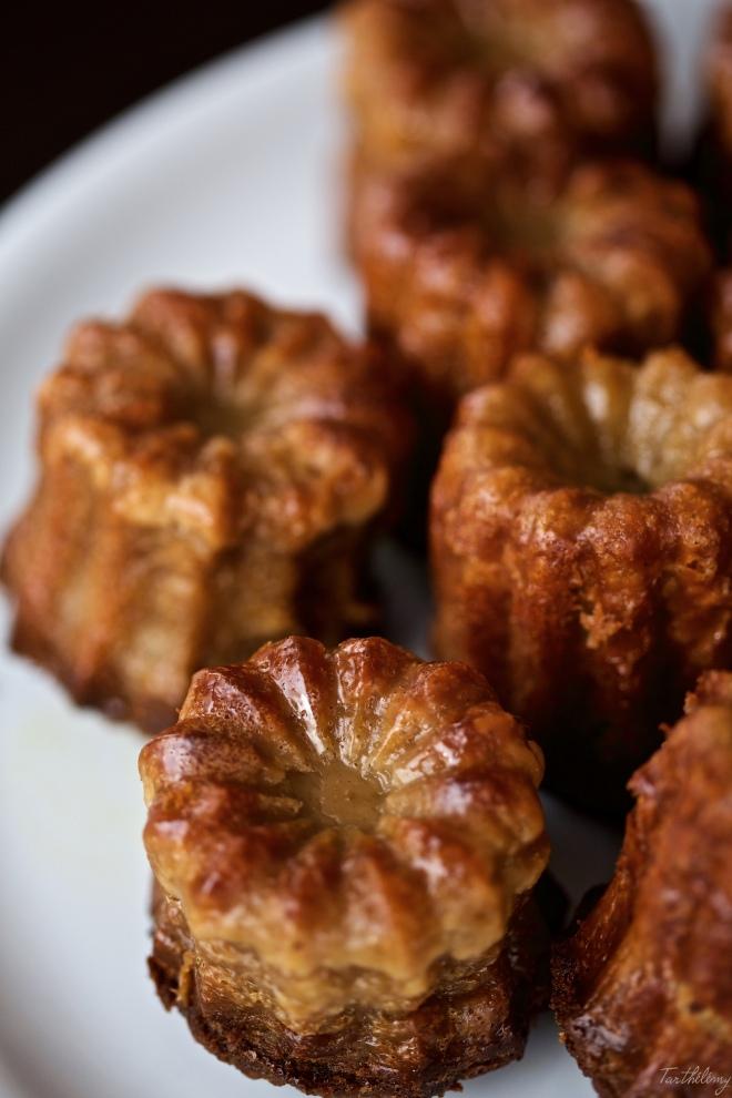 Caneles bordelais de pistacho