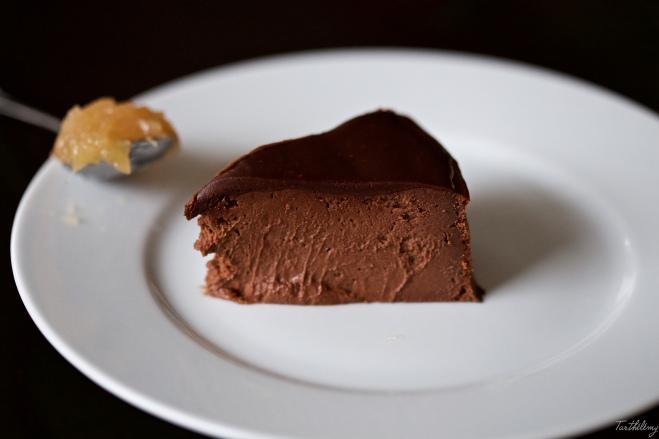 Tarta de chocolate, compota de manzana y miel