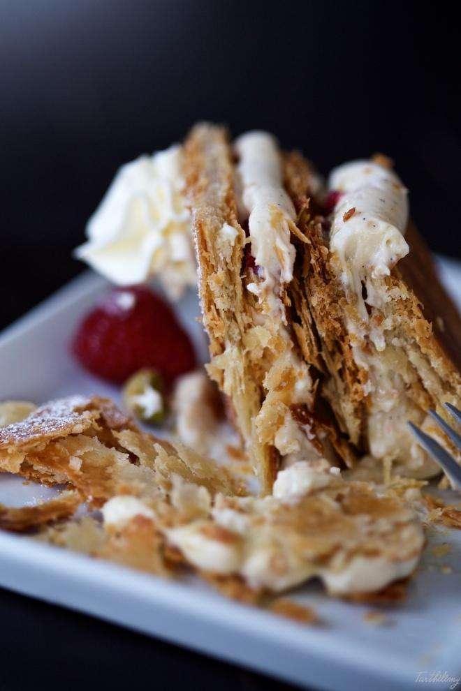 Milhojas de vainilla, pistacho y frambuesas
