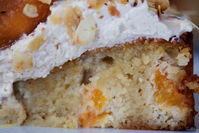 Tarta de almendras, miel y albaricoques sin gluten